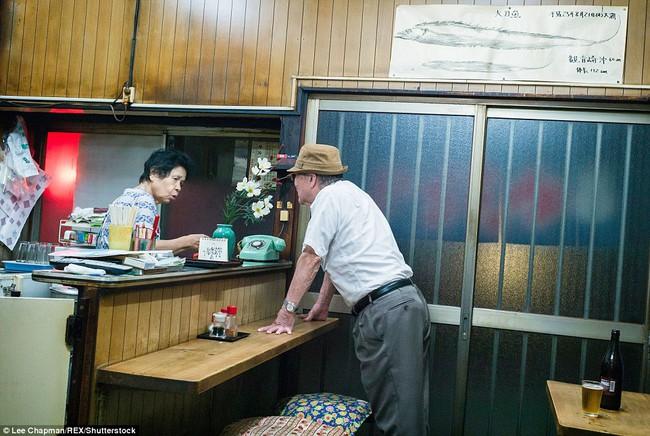 Chùm ảnh cho thấy tinh thần làm việc đáng khâm phục của người cao tuổi Nhật Bản - Ảnh 14.