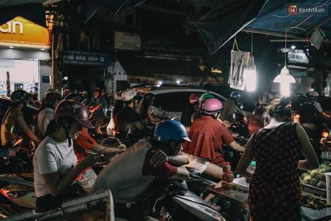 Phát điên, ngộp thở vì cảnh giờ nào cũng kẹt xe, chỗ nào cũng kẹt xe ở Sài Gòn - Ảnh 12.