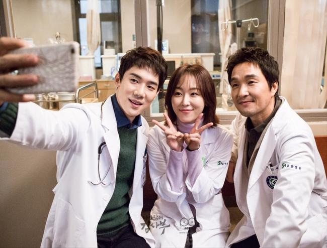 Romantic Doctor, Teacher Kim - Ngành Y lại tỏa sức hấp dẫn trên màn ảnh nhỏ Hàn dịp cuối năm - Ảnh 15.