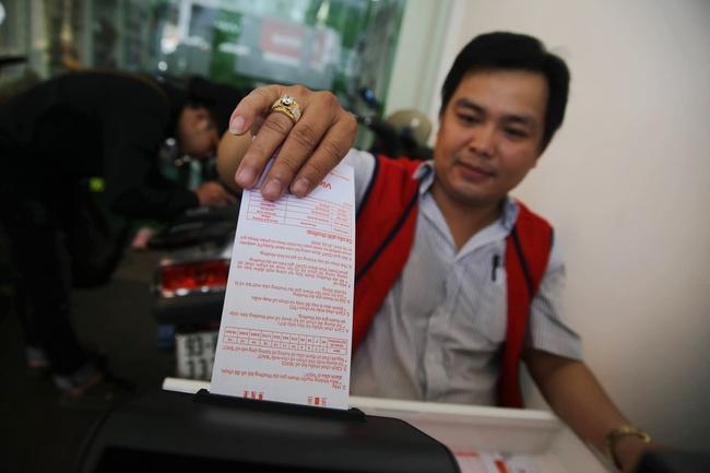 Người Sài Gòn hào hứng trải nghiệm vé số tự chọn giải thưởng 12 tỷ lần đầu ra mắt - Ảnh 9.