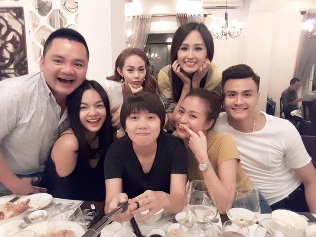 Vĩnh Thụy luôn sát bên Hoàng Thùy Linh trong tiệc sinh nhật - Ảnh 2.