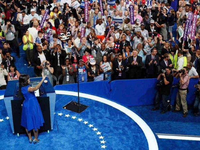 Hãy nghe hết bài diễn văn tuyệt vời của bà Michelle Obama, bạn sẽ hiểu làm Tổng thống nghĩa là gì - Ảnh 4.