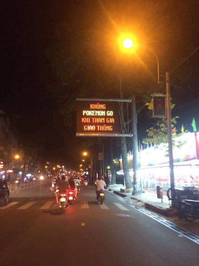 Không Pokemon Go khi tham gia giao thông - Sài Gòn chính thức có biển cảnh báo game thủ trên đường phố - Ảnh 6.