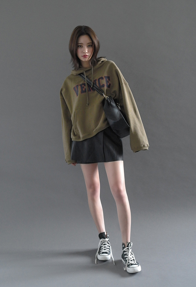 Mặc kệ các loại áo trendy khác, cứ thu sang là áo hoodie vẫn cứ hot như thường - Ảnh 11.