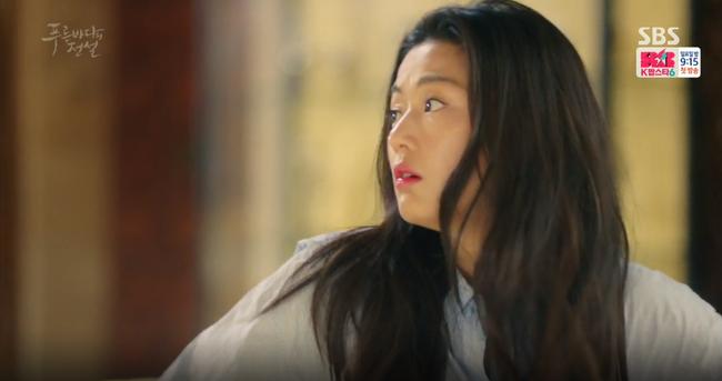 """Blue Sea: """"Thánh bịp"""" Lee Min Ho phát hiện Jeon Ji Hyun là người cá - Ảnh 2."""