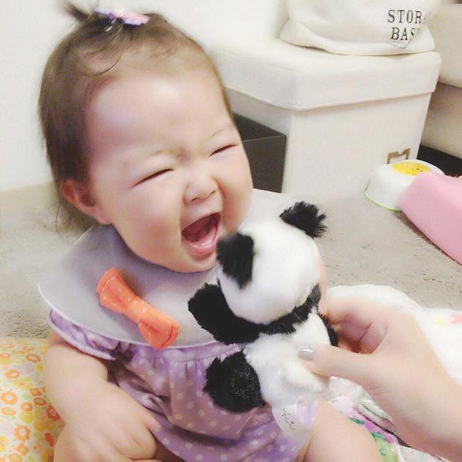 Cô bé Nhật mũm mĩm vừa ngủ vừa ăn khiến dân mạng xuýt xoa vì quá đáng yêu - Ảnh 6.