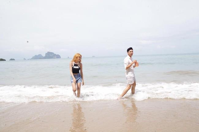Bất ngờ bị tuýt còi dù chưa ra mắt, Hương Giang Idol tháo mác 18+ cho MV mới - Ảnh 10.