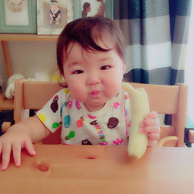 Cô bé Nhật mũm mĩm vừa ngủ vừa ăn khiến dân mạng xuýt xoa vì quá đáng yêu - Ảnh 5.