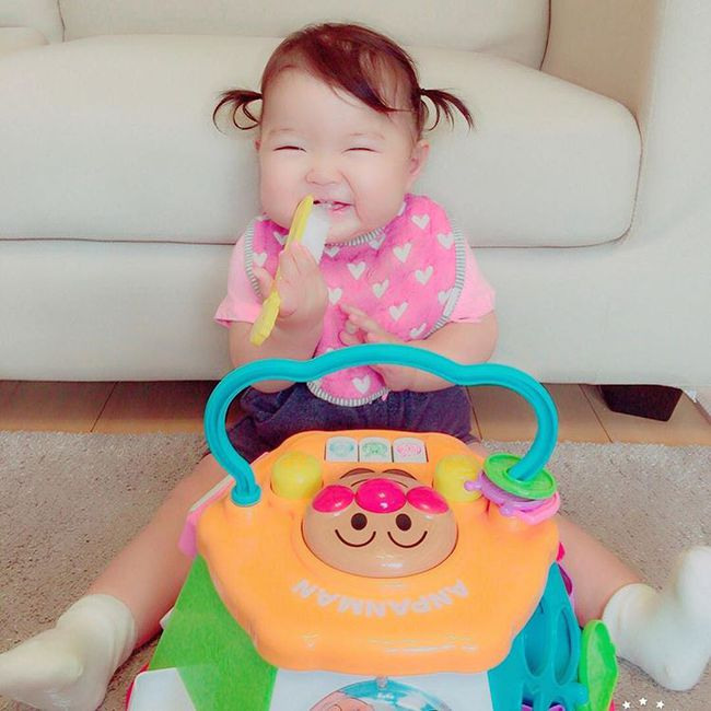 Cô bé Nhật mũm mĩm vừa ngủ vừa ăn khiến dân mạng xuýt xoa vì quá đáng yêu - Ảnh 4.