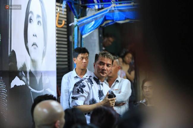 Dưới cơn mưa, anh em đồng nghiệp đang cùng hát những ca khúc vang danh, Minh Thuận ơi, anh mỉm cười chào tạm biệt nhé! - Ảnh 41.