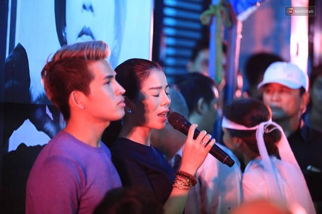 Dưới cơn mưa, anh em đồng nghiệp đang cùng hát những ca khúc vang danh, Minh Thuận ơi, anh mỉm cười chào tạm biệt nhé! - Ảnh 37.