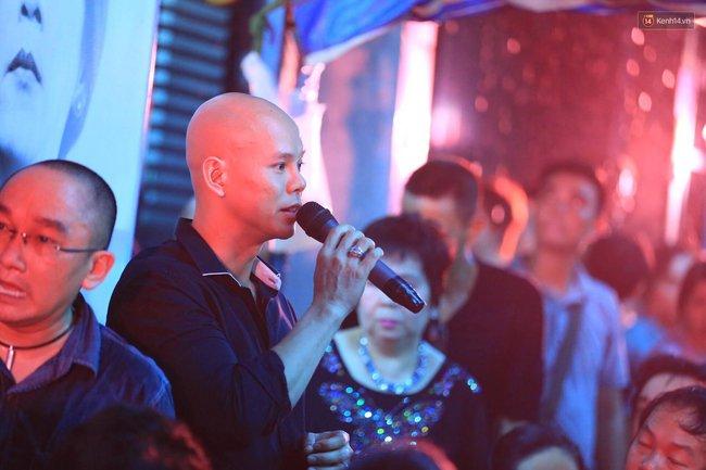 Dưới cơn mưa, anh em đồng nghiệp đang cùng hát những ca khúc vang danh, Minh Thuận ơi, anh mỉm cười chào tạm biệt nhé! - Ảnh 38.