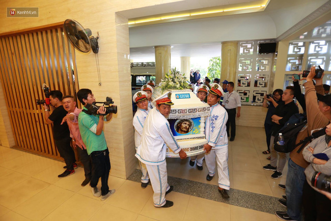 Anh em, gia đình chạm tay vào di ảnh, nói lời tạm biệt đến Minh Thuận - Ảnh 5.