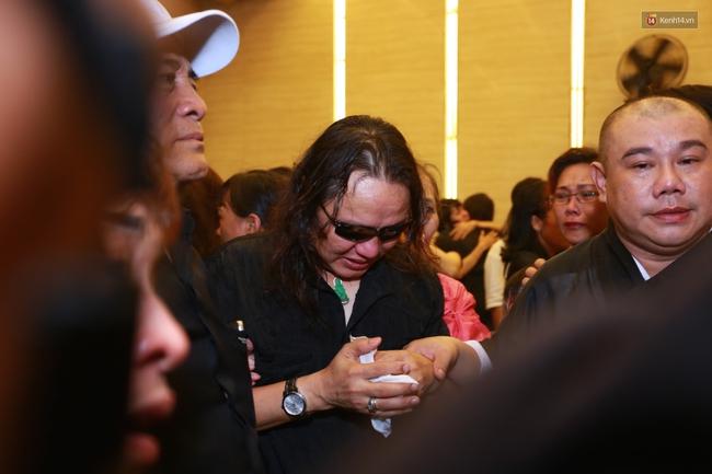 Anh em, gia đình chạm tay vào di ảnh, nói lời tạm biệt đến Minh Thuận - Ảnh 14.