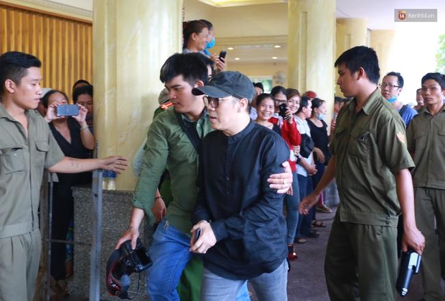 Linh cữu tới nơi an táng: Chúng ta đã phải nói lời tạm biệt cuối cùng với Minh Thuận - Ảnh 10.