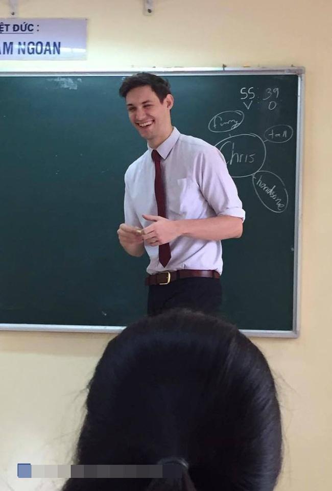 Thêm một thầy giáo Tây khiến HS xuýt xoa: Thế này thì học cả đời em cũng chịu! - Ảnh 4.