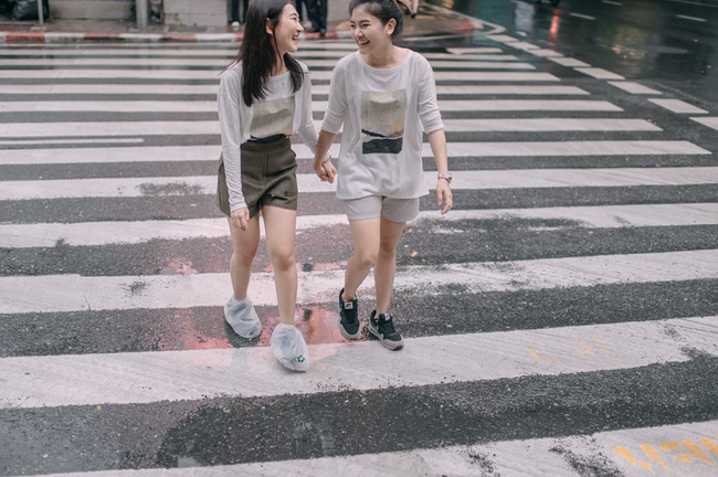 Bộ ảnh tình yêu của hai cô gái Thái Lan sẽ khiến bạn tan chảy vì quá dễ thương! - Ảnh 3.