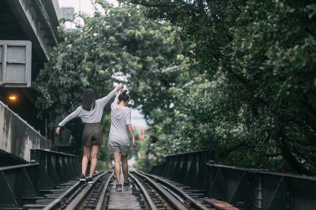 Bộ ảnh tình yêu của hai cô gái Thái Lan sẽ khiến bạn tan chảy vì quá dễ thương! - Ảnh 4.