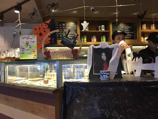 Phẫn nộ với ảnh bà bầu Lâm Tâm Như bỗng dưng lên bàn thờ trong quán cà phê ở Việt Nam - Ảnh 3.