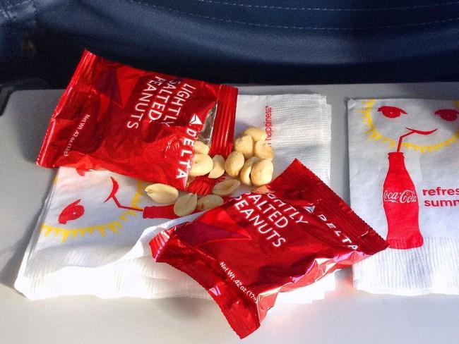 8 thứ miễn phí cho hành khách trên máy bay có thể bạn chưa biết - Ảnh 6.