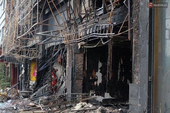 Hiện trường tan hoang sau vụ cháy quán karaoke trên đường Trần Thái Tông - Ảnh 4.