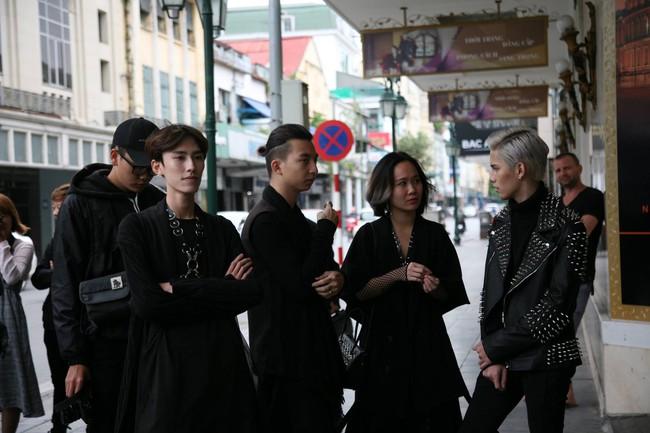 Nhân vật đặc biệt nhất Vietnam International Fashion Week: 82 tuổi vẫn chụp street style nhiệt tình - Ảnh 13.