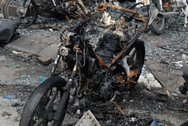 Hiện trường tan hoang sau vụ cháy quán karaoke trên đường Trần Thái Tông - Ảnh 8.