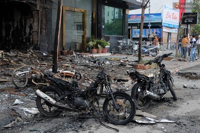 Hiện trường tan hoang sau vụ cháy quán karaoke trên đường Trần Thái Tông - Ảnh 9.