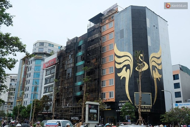 Hiện trường tan hoang sau vụ cháy quán karaoke trên đường Trần Thái Tông - Ảnh 1.