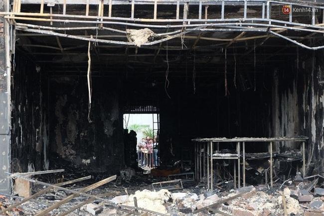 Hiện trường tan hoang sau vụ cháy quán karaoke trên đường Trần Thái Tông - Ảnh 7.