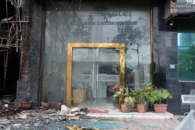 Hiện trường tan hoang sau vụ cháy quán karaoke trên đường Trần Thái Tông - Ảnh 6.