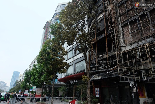 Hiện trường tan hoang sau vụ cháy quán karaoke trên đường Trần Thái Tông - Ảnh 3.