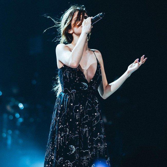 Selena Gomez lại khiến fan rạo rực với loạt trang phục biểu diễn trong tour mới nhất - Ảnh 16.