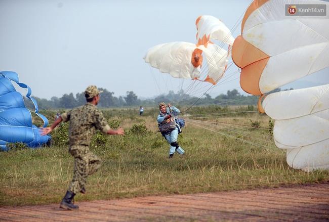 Màn cầu hôn của chàng bác sĩ Hà Nội và nữ giảng viên ĐH Kiến Trúc trước khi nhảy dù - Ảnh 16.
