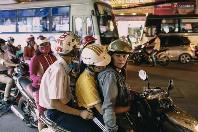 Phát điên, ngộp thở vì cảnh giờ nào cũng kẹt xe, chỗ nào cũng kẹt xe ở Sài Gòn - Ảnh 14.