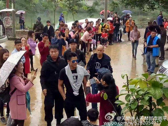Rộ hình ảnh Lâm Chí Dĩnh, Quách Phú Thành cùng dàn sao nam đình đám Cbiz có mặt tại Cao Bằng, Việt Nam - Ảnh 15.