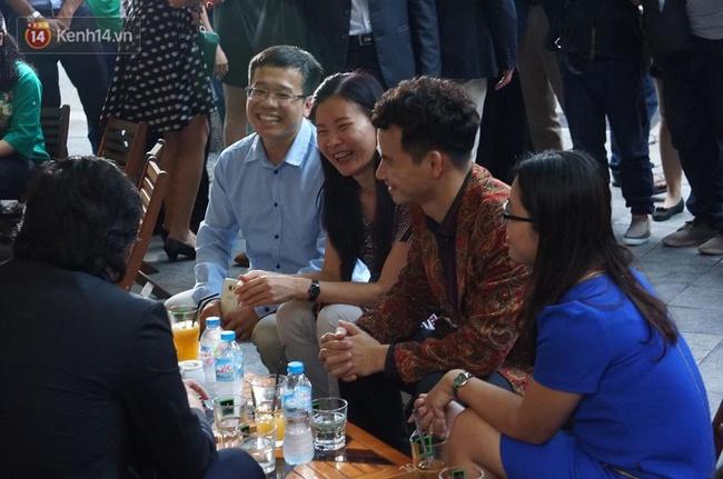 Hoàng tử Anh William ngồi vỉa hè uống cà phê phố cổ Hà Nội với Hồng Nhung, Thanh Bùi, Xuân Bắc - Ảnh 7.