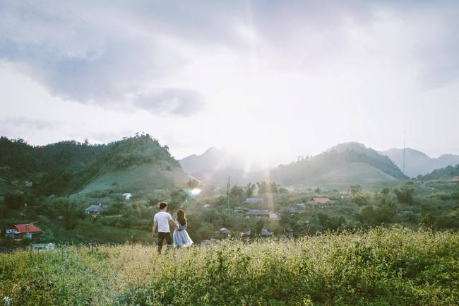 Bộ ảnh cưới trên cung đường phượt tuyệt đẹp của cặp đôi yêu nhau từ cái nhìn đầu tiên - Ảnh 22.