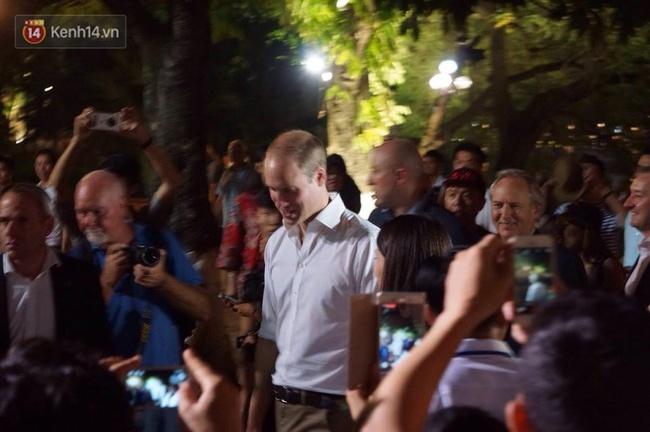 Hoàng tử Anh William ngồi vỉa hè uống cà phê phố cổ Hà Nội với Hồng Nhung, Thanh Bùi, Xuân Bắc - Ảnh 10.