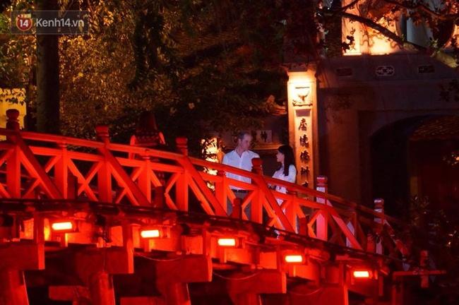 Hoàng tử Anh William ngồi vỉa hè uống cà phê phố cổ Hà Nội với Hồng Nhung, Thanh Bùi, Xuân Bắc - Ảnh 11.