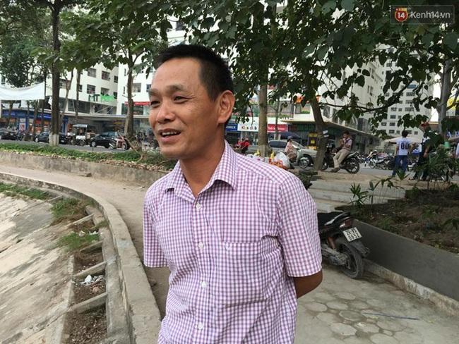 Hà Nội: Bao cao su nổi kín mặt hồ Linh Đàm - Ảnh 7.