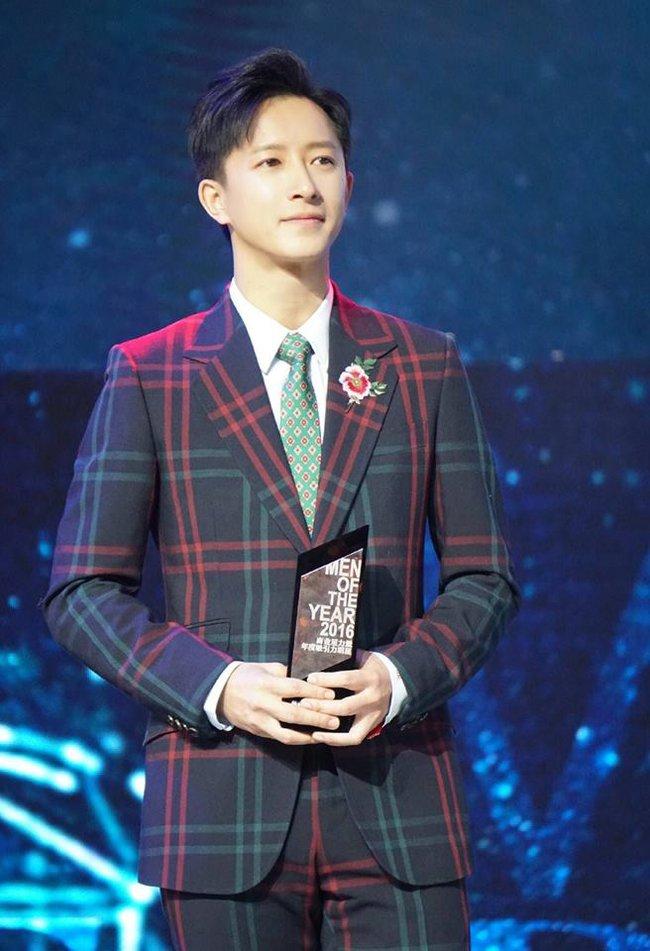 Thảm đỏ Man Of The Year: Lý Dịch Phong trẻ trung, đọ nhan sắc cùng Hứa Nguỵ Châu và dàn mỹ nam đình đám - ảnh 4
