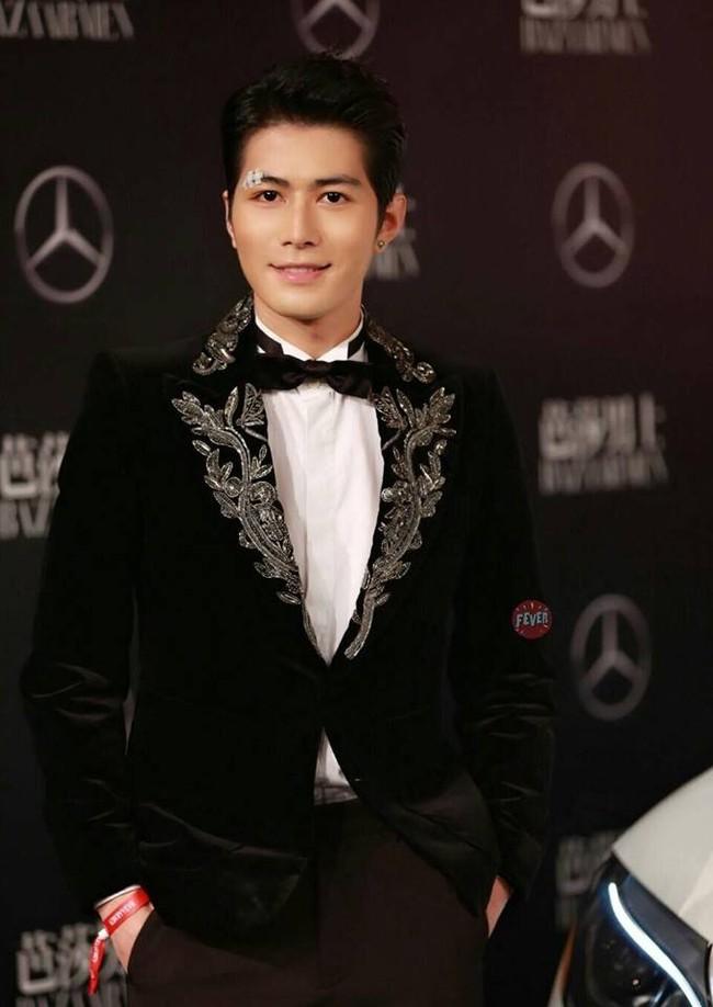 Thảm đỏ Man Of The Year: Lý Dịch Phong trẻ trung, đọ nhan sắc cùng Hứa Nguỵ Châu và dàn mỹ nam đình đám - ảnh 6