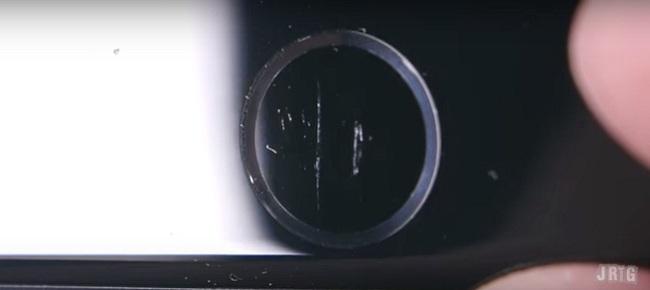 Vừa mua iPhone 7, đã có người lôi ra cào cấu bẻ vặn để thử độ bền - Ảnh 7.