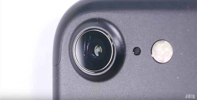 Vừa mua iPhone 7, đã có người lôi ra cào cấu bẻ vặn để thử độ bền - Ảnh 6.