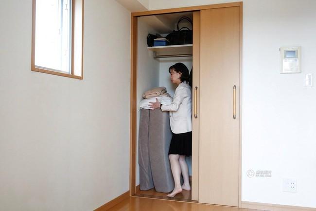 Lối sống tối giản của giới trẻ Nhật: Gia sản chỉ có 3 cái áo, 4 cái quần và 4 đôi tất - Ảnh 17.