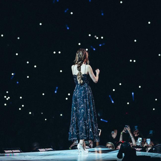 Selena Gomez lại khiến fan rạo rực với loạt trang phục biểu diễn trong tour mới nhất - Ảnh 17.