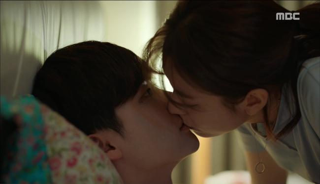 """""""W"""": Từ cuộc đời vạn người mê, Lee Jong Suk và Han Hyo Joo giờ đây không khác gì ăn mày - Ảnh 20."""
