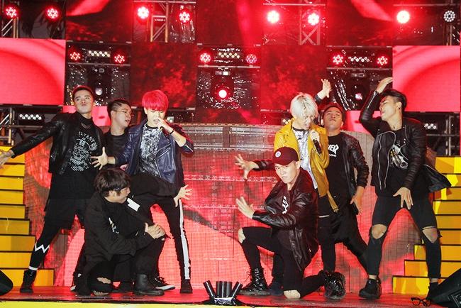 Đông Nhi sung hết cỡ cùng hàng nghìn fan trong đêm mở màn tour liveshow xuyên Việt - Ảnh 9.