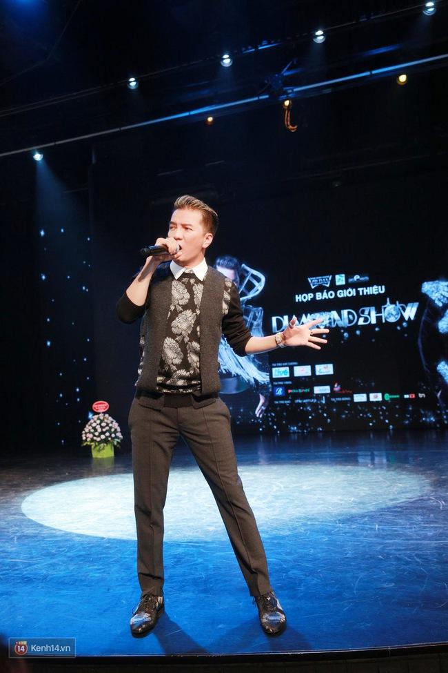 Đàm Vĩnh Hưng bảnh bao trong ngày ra mắt liveshow kỉ niệm 20 năm ca hát tại Hà Nội - Ảnh 9.